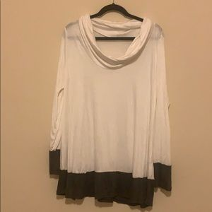 NWOT Boutique Scoop Neck White & Gray Tunic